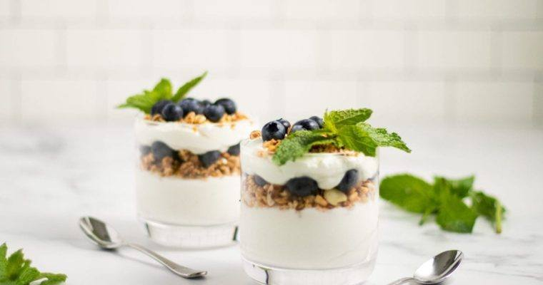 Blueberry and Granola Yogurt Parfait