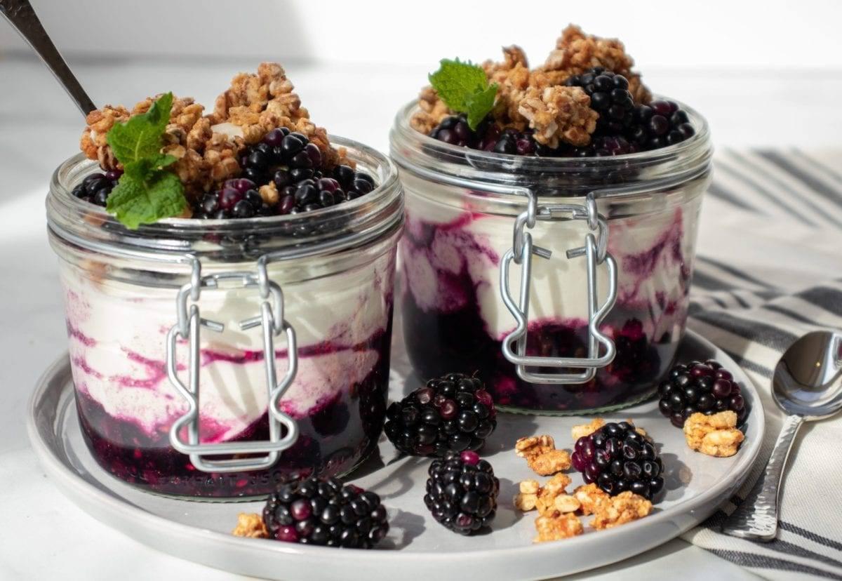 Blackberry Granola Yogurt Parfait