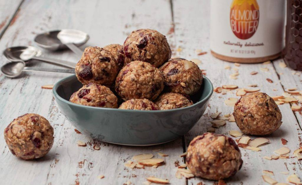 Cranberry Oatmeal Peanut Butter Bliss Balls in a blue bowl Meal Prep Meal planning Counting Macros Macro Friendly Healthy Recipes