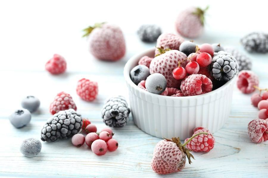 freezing and reheating meal prep recipes a picture of frozen berries on a white counter